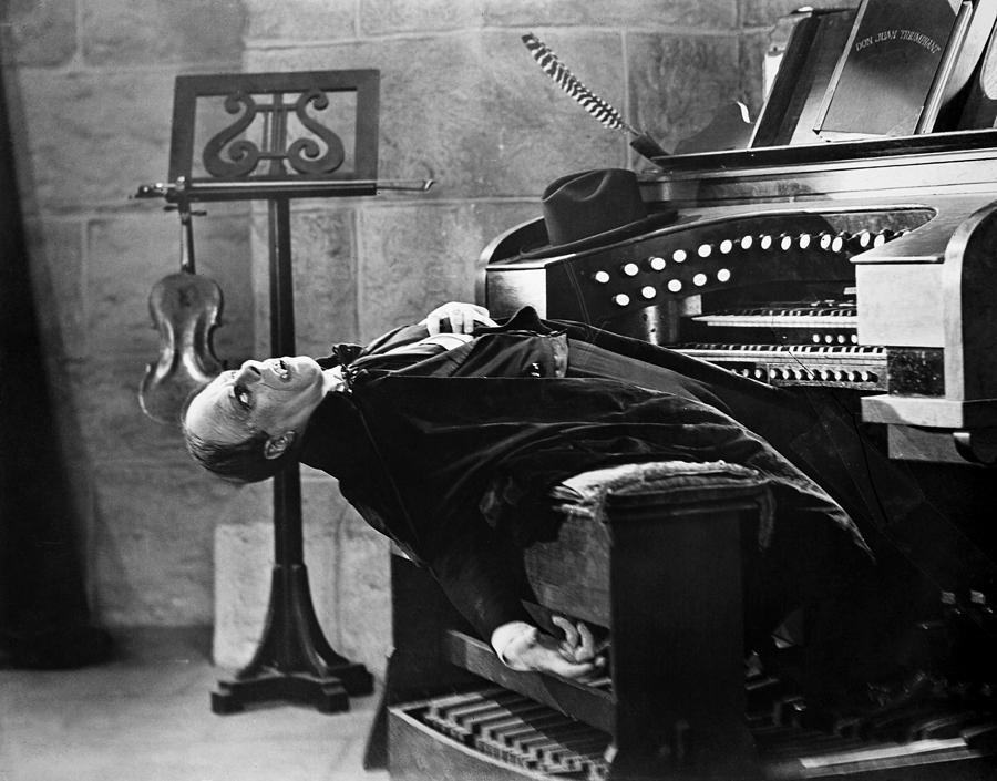 [Image: phantom-at-the-organ.jpg]